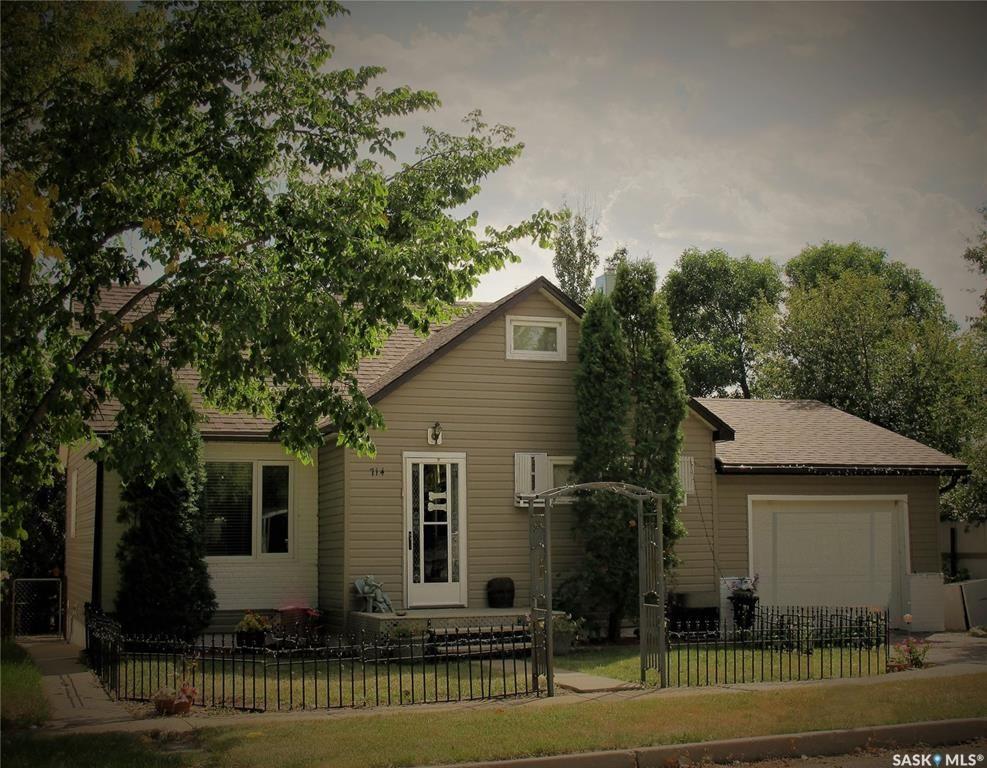 Main Photo: 714 Carbon Avenue in Bienfait: Residential for sale : MLS®# SK851048