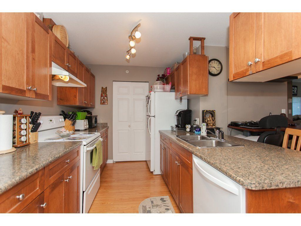 """Photo 6: Photos: 412 33960 OLD YALE Road in Abbotsford: Central Abbotsford Condo for sale in """"Old Yale Heights"""" : MLS®# R2241666"""