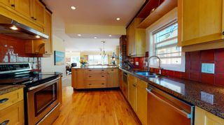 Photo 8: 2635 Mt. Stephen Ave in Victoria: Vi Oaklands House for sale : MLS®# 854898
