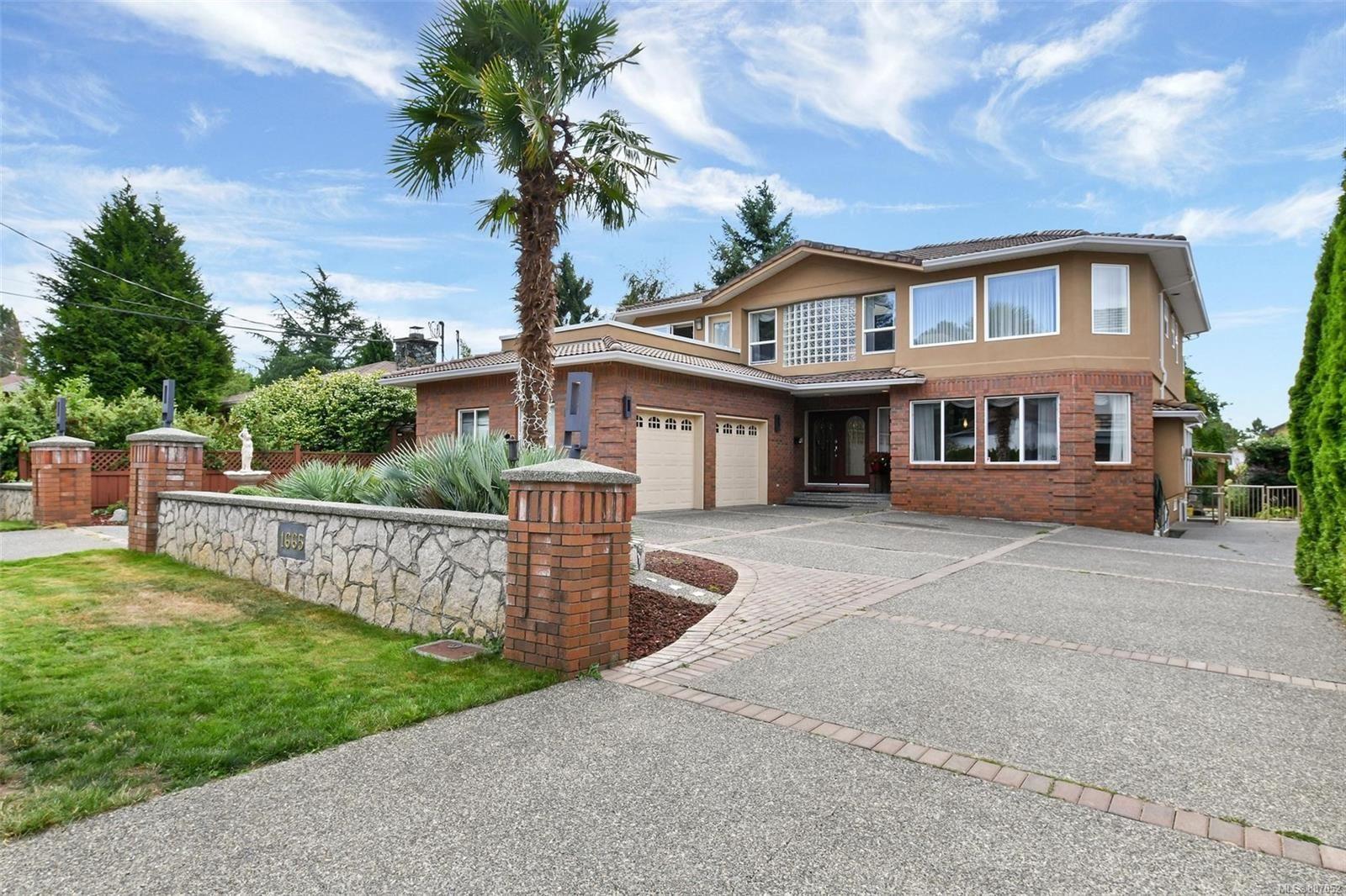 Main Photo: 1665 Ash Rd in Saanich: SE Gordon Head House for sale (Saanich East)  : MLS®# 887052