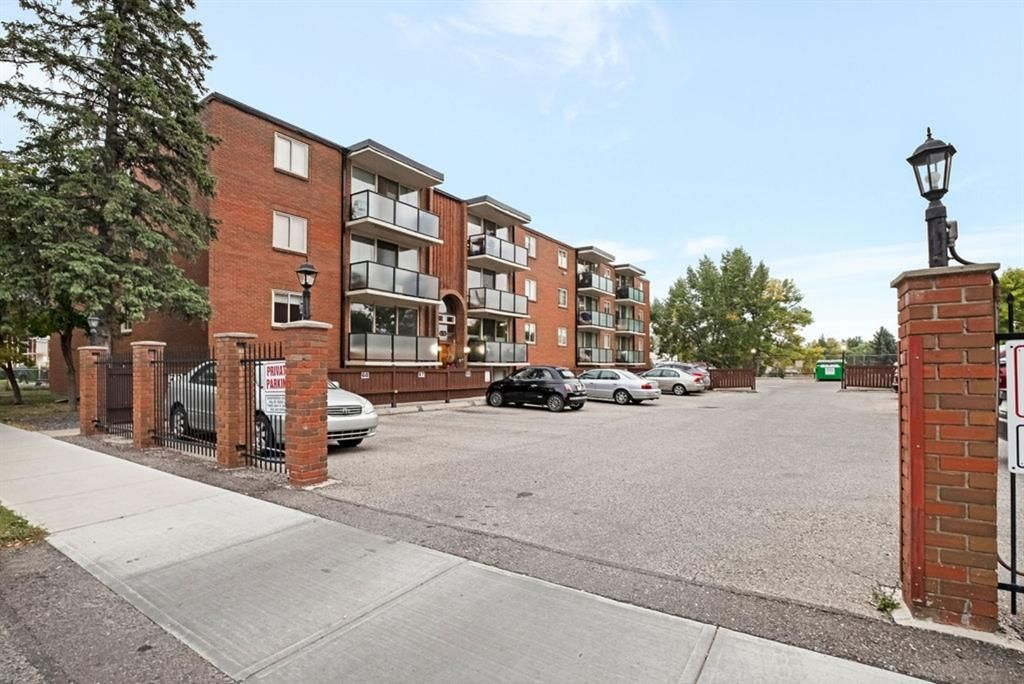 Main Photo: 113 1411 7 Avenue NW in Calgary: Hillhurst Apartment for sale : MLS®# A1034342