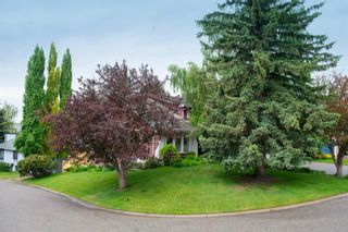 Photo 2: 131 Strathbury Bay SW in Calgary: Strathcona Park Detached for sale : MLS®# A1116863