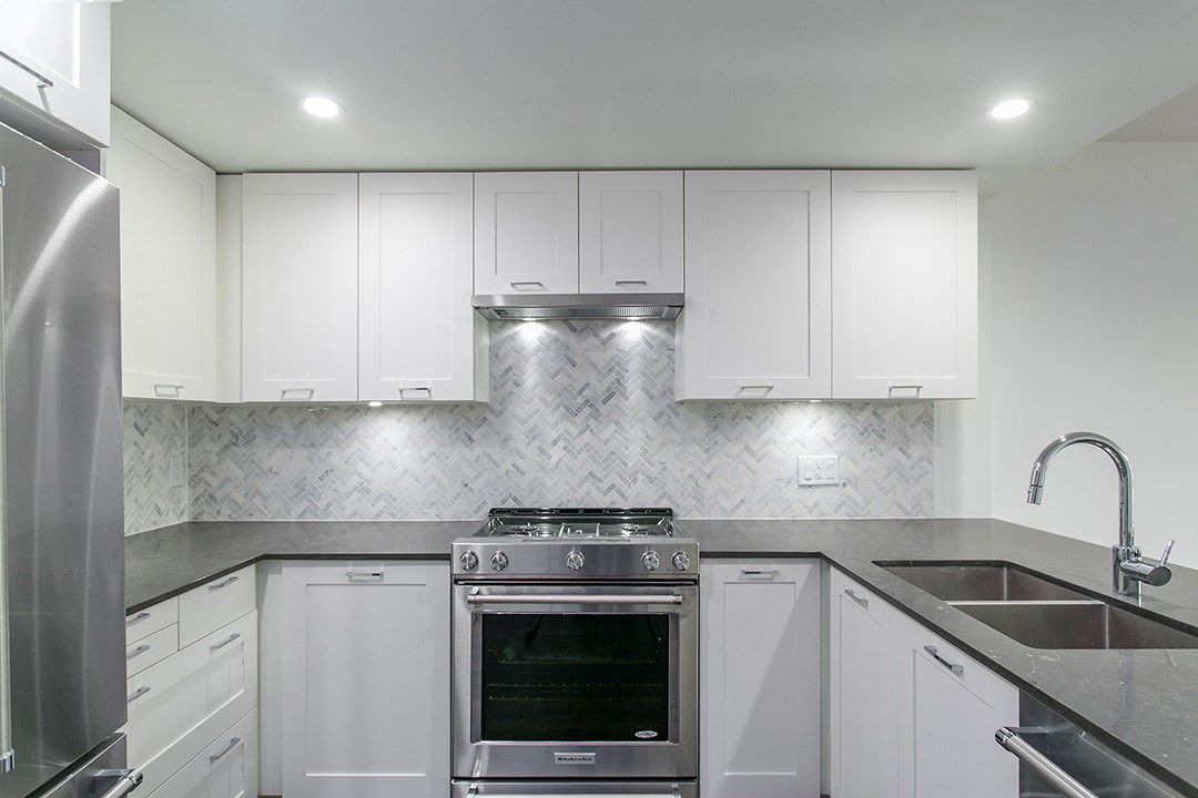 """Main Photo: 410 131 E 3RD Street in North Vancouver: Lower Lonsdale Condo for sale in """"THE ANCHOR"""" : MLS®# R2139932"""