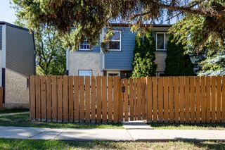 Photo 2: 38 WILLOWDALE Place NW in Edmonton: Zone 20 Townhouse for sale : MLS®# E4263337