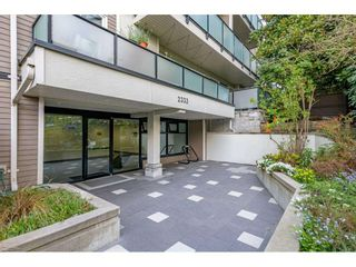 """Photo 1: 201 2333 TRIUMPH Street in Vancouver: Hastings Condo for sale in """"LANDMARK MONTEREY"""" (Vancouver East)  : MLS®# R2572979"""