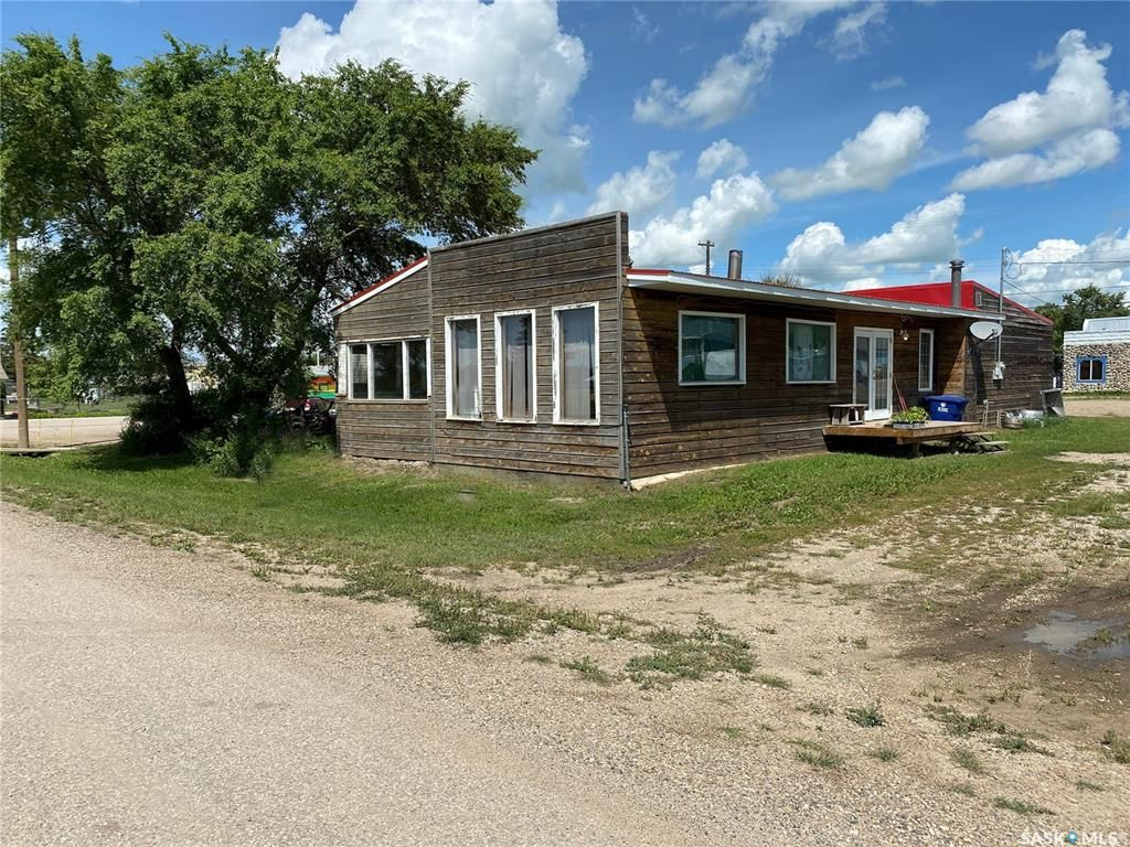 Main Photo: 900 Railway Avenue in Elbow: Commercial for sale : MLS®# SK818343