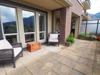 """Photo 5: 218 1211 VILLAGE GREEN Way in Squamish: Downtown SQ Condo for sale in """"Rockcliff"""" : MLS®# R2456399"""