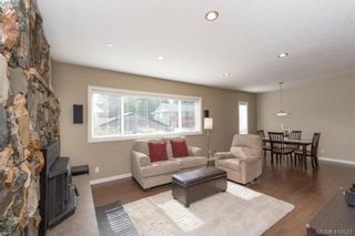 Photo 5: 888 Beckwith Ave in VICTORIA: SE Lake Hill House for sale (Saanich East)  : MLS®# 813737
