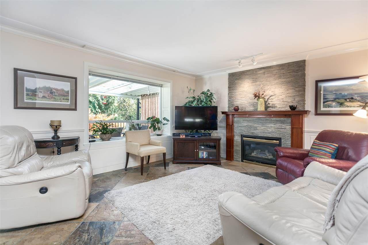 Photo 4: Photos: 24072 109 Avenue in Maple Ridge: Cottonwood MR House for sale : MLS®# R2218573