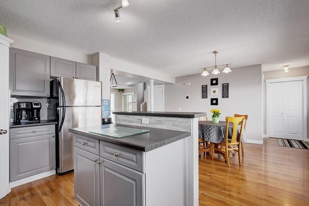 Photo 10: Photos: 32 INVERNESS Boulevard SE in Calgary: McKenzie Towne House for sale : MLS®# C4175544