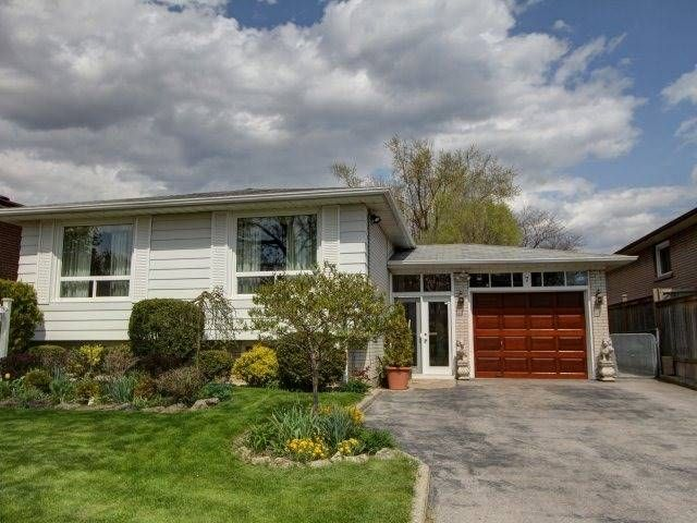 Main Photo: 7 Cockburn Dr in Toronto: Freehold for sale : MLS®# E3499928