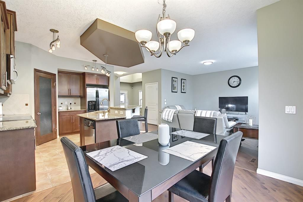 Photo 7: Photos: 14 ASPEN HILLS Manor SW in Calgary: Aspen Woods Detached for sale : MLS®# A1116032