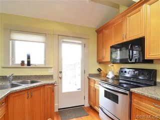 Photo 3: 4 118 St. Lawrence Street in VICTORIA: Vi James Bay Residential for sale (Victoria)  : MLS®# 319014
