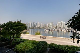 Photo 38: 694 MILLBANK in Vancouver: False Creek Townhouse for sale (Vancouver West)  : MLS®# R2496672