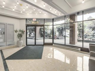"""Photo 2: 301 2189 W 42ND Avenue in Vancouver: Kerrisdale Condo for sale in """"GOVERNOR POINT"""" (Vancouver West)  : MLS®# R2098848"""