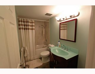 Photo 7: 404 1750 ESQUIMALT Avenue in West Vancouver: Ambleside Condo for sale : MLS®# V798842
