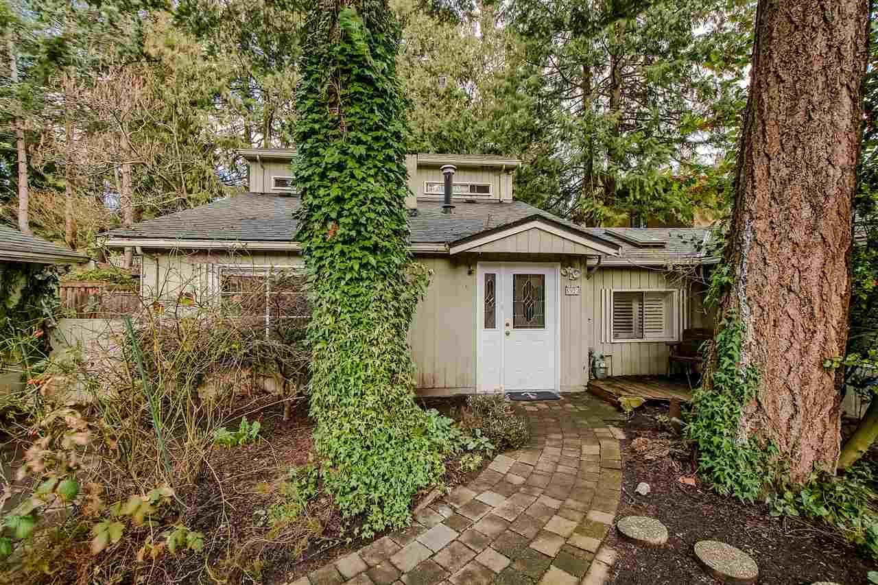 "Main Photo: 5923 WHITCOMB Place in Delta: Beach Grove House for sale in ""Beach Grove"" (Tsawwassen)  : MLS®# R2349740"