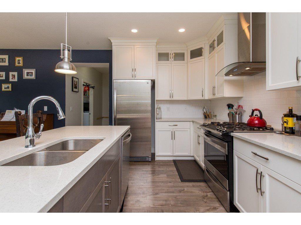 Photo 5: Photos: 50323 SIENNA Avenue in Chilliwack: Eastern Hillsides House for sale : MLS®# R2370269