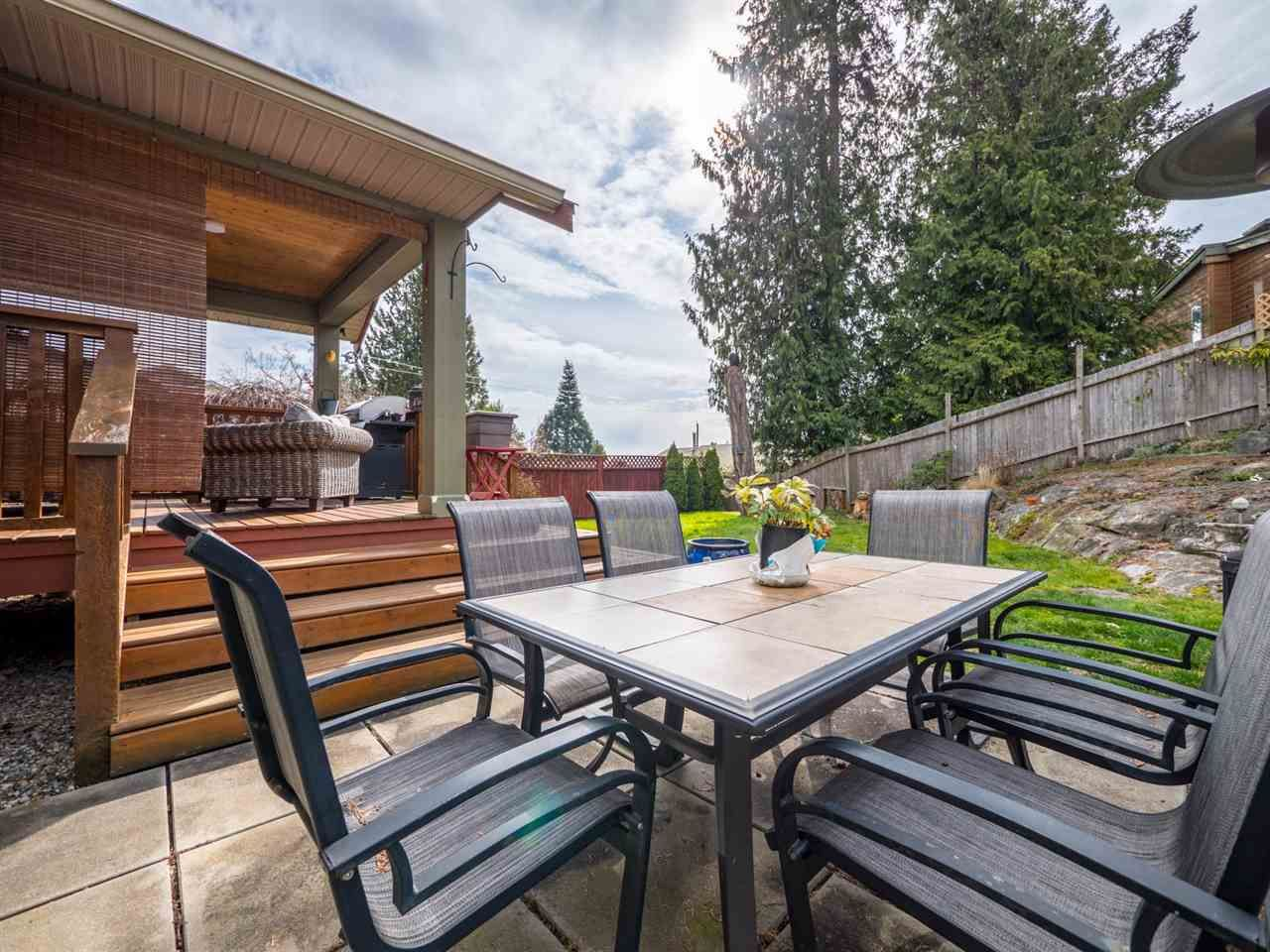 Photo 18: Photos: 6335 PICADILLY Place in Sechelt: Sechelt District House for sale (Sunshine Coast)  : MLS®# R2248834