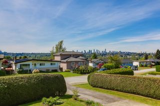 Photo 3: 6905 HYCREST DRIVE in Burnaby: Montecito House for sale (Burnaby North)  : MLS®# R2058508