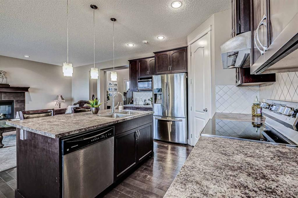 Photo 7: Photos: 200 EVERBROOK Drive SW in Calgary: Evergreen Detached for sale : MLS®# A1102109