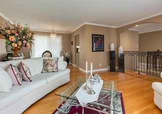 Photo 9: 425 Woodland Crescent SE in Calgary: Willow Park Detached for sale : MLS®# A1149903