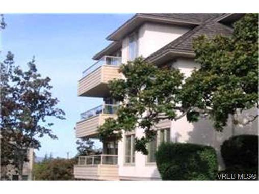 Main Photo:  in VICTORIA: SE Quadra Condo for sale (Saanich East)  : MLS®# 412213