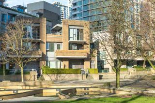 Photo 3: 1073 EXPO Boulevard in Vancouver: Yaletown Townhouse for sale (Vancouver West)  : MLS®# R2533965