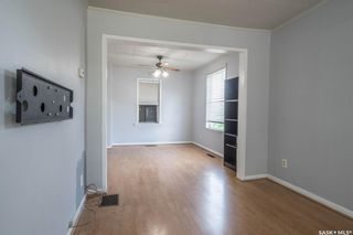 Photo 2: 401 Vancouver Avenue South in Saskatoon: Meadowgreen Residential for sale : MLS®# SK860917