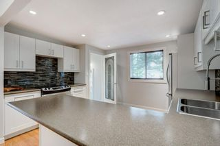 Photo 10: 3811 43 Street SW in Calgary: Glenbrook Semi Detached for sale : MLS®# C4267535