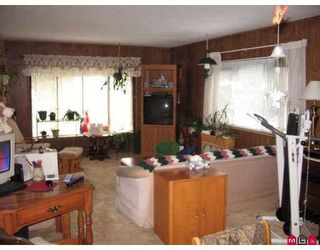 """Photo 3: 22 2035 MARTENS Street in Abbotsford: Poplar Manufactured Home for sale in """"Maplewood Estates"""" : MLS®# F2727186"""