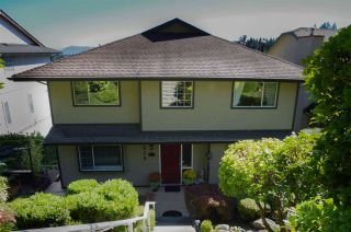 Photo 1: 515 TEMPE Crescent in North Vancouver: Upper Lonsdale House for sale : MLS®# R2504200