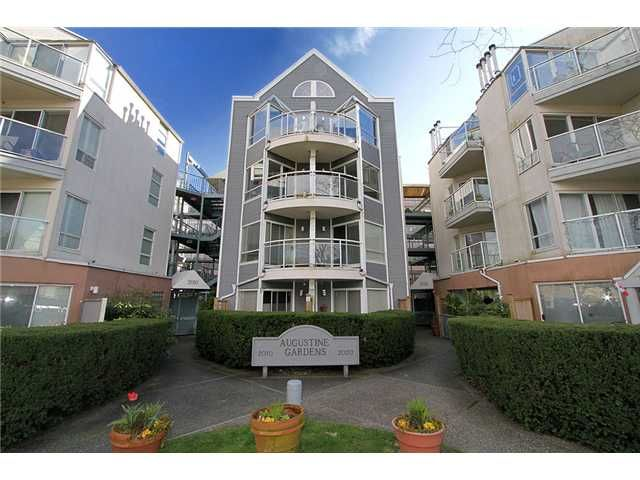 "Main Photo: 213 2010 W 8TH Avenue in Vancouver: Kitsilano Condo for sale in ""AUGUSTINE GARDENS"" (Vancouver West)  : MLS®# V880530"