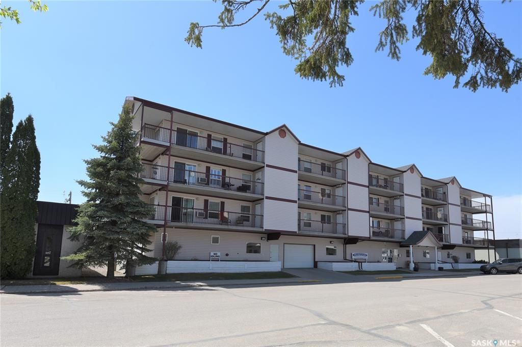 Main Photo: 203 220 1st Street East in Nipawin: Residential for sale : MLS®# SK855452