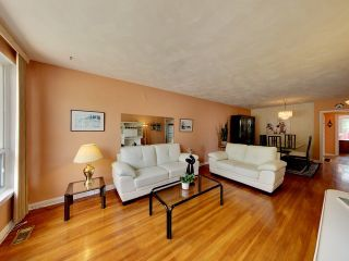 Photo 15: 144 Santamonica Boulevard in Toronto: Clairlea-Birchmount House (Bungalow) for sale (Toronto E04)  : MLS®# E3609016