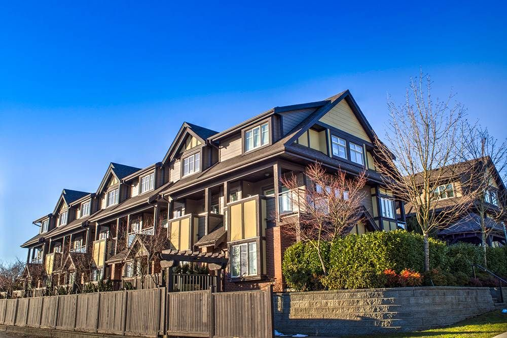 Main Photo: 108 7227 ROYAL OAK AVENUE in : Metrotown Townhouse for sale : MLS®# R2139941