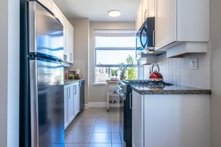 """Photo 11: 613 2655 CRANBERRY Drive in Vancouver: Kitsilano Condo for sale in """"NEW YORKER"""" (Vancouver West)  : MLS®# R2581568"""