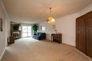 "Photo 3: 221 15153 98 Avenue in Surrey: Guildford Townhouse for sale in ""Glenwood Village"" (North Surrey)  : MLS®# R2040230"
