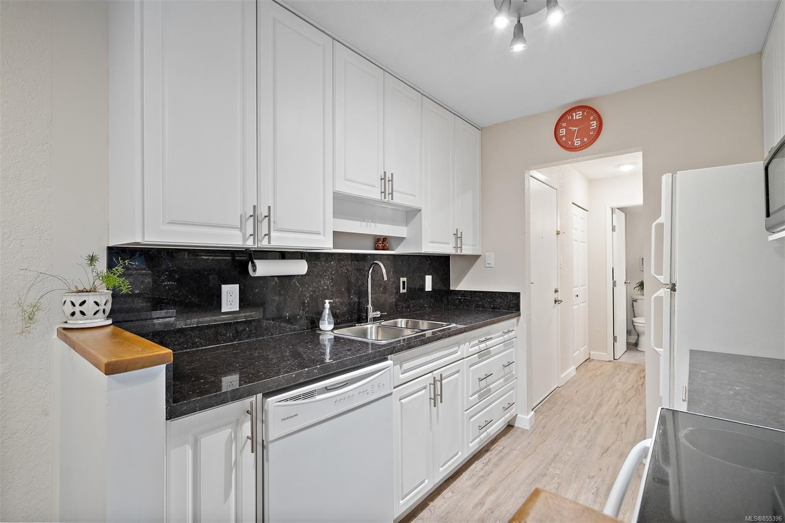 Photo 35: Photos: 308 1060 Linden Ave in : Vi Rockland Condo for sale (Victoria)  : MLS®# 855396
