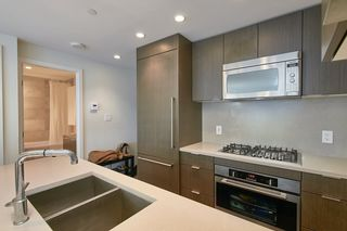 """Photo 5: 905 112 E 13TH Street in North Vancouver: Central Lonsdale Condo for sale in """"CENTREVIEW"""" : MLS®# R2566516"""