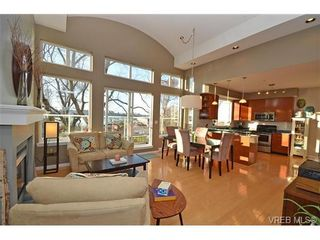 Photo 1: 16 60 Dallas Rd in VICTORIA: Vi James Bay Row/Townhouse for sale (Victoria)  : MLS®# 694479