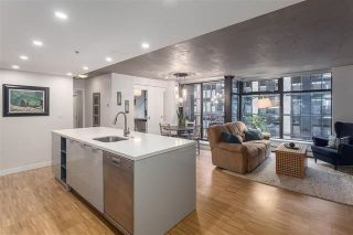 """Photo 1: 901 128 W CORDOVA Street in Vancouver: Downtown VW Condo for sale in """"WOODWARDS"""" (Vancouver West)  : MLS®# R2202808"""