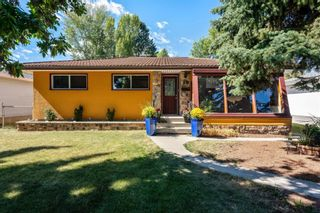 Photo 2: 21 WHITE OAK Crescent SW in Calgary: Wildwood Detached for sale : MLS®# A1026011