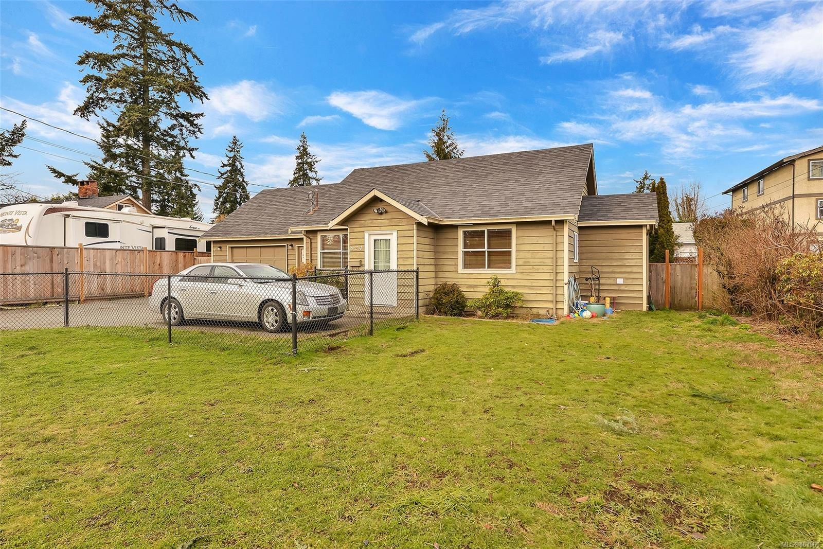 Main Photo: 624 Atkins Rd in : La Mill Hill House for sale (Langford)  : MLS®# 863960