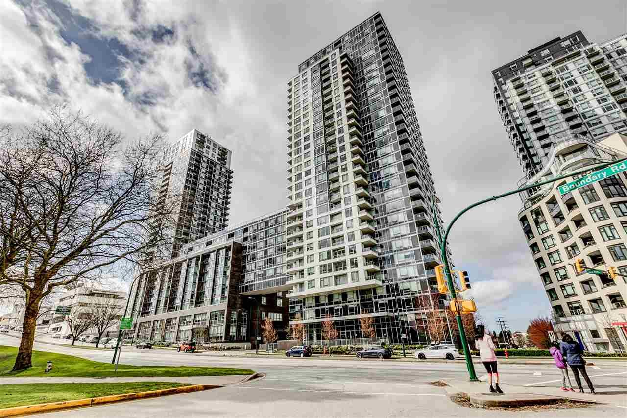 "Main Photo: 652 5515 BOUNDARY Road in Vancouver: Collingwood VE Condo for sale in ""WALL CENTRE CENTRAL PARK 2"" (Vancouver East)  : MLS®# R2562784"