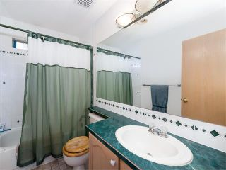 Photo 8: 128 Valley Meadow Close NW in Calgary: Valley Ridge House for sale : MLS®# C4101341