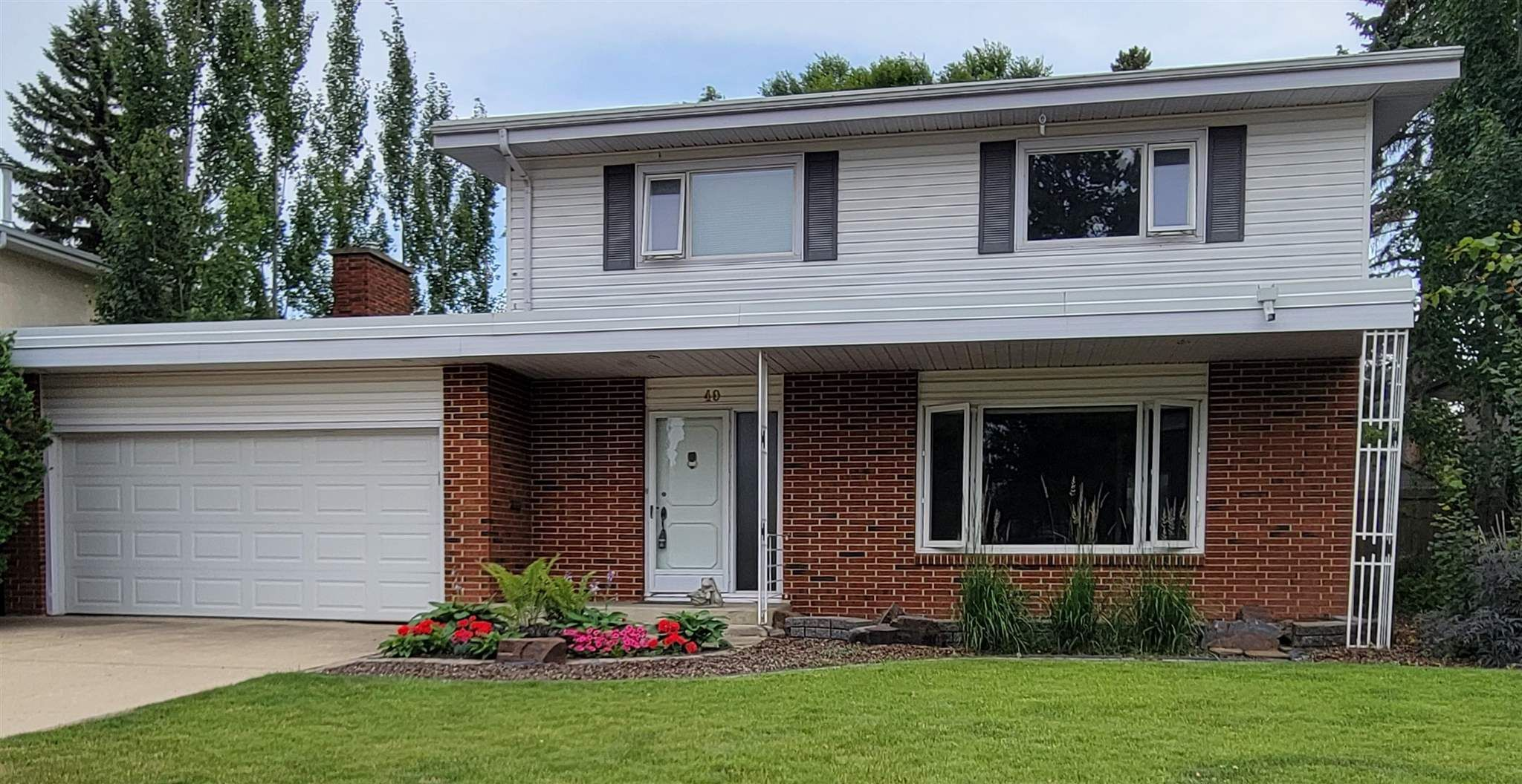 Main Photo: 40 VALLEYVIEW Crescent in Edmonton: Zone 10 House for sale : MLS®# E4248629