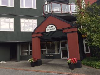 "Photo 1: 401 2800 CHESTERFIELD Avenue in North Vancouver: Upper Lonsdale Condo for sale in ""Somerset Green"" : MLS®# R2116386"