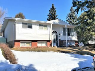 Photo 1: 4820 49 Avenue NW in Calgary: Varsity Detached for sale : MLS®# A1084125