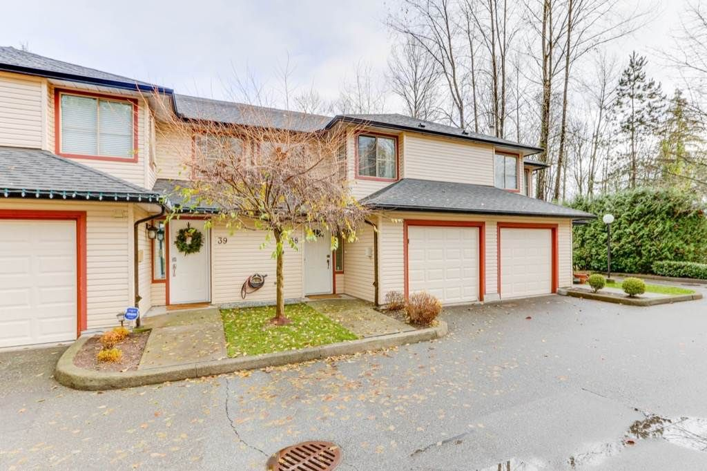"Main Photo: 38 21960 RIVER Road in Maple Ridge: West Central Townhouse for sale in ""FOXBOROUGH HILLS"" : MLS®# R2519895"